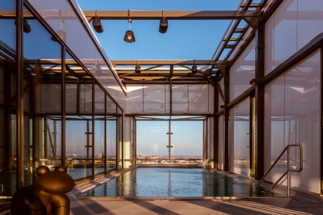 Отель Clarion. Бассейн наверху. Фото предоставлено Clarion Hotel