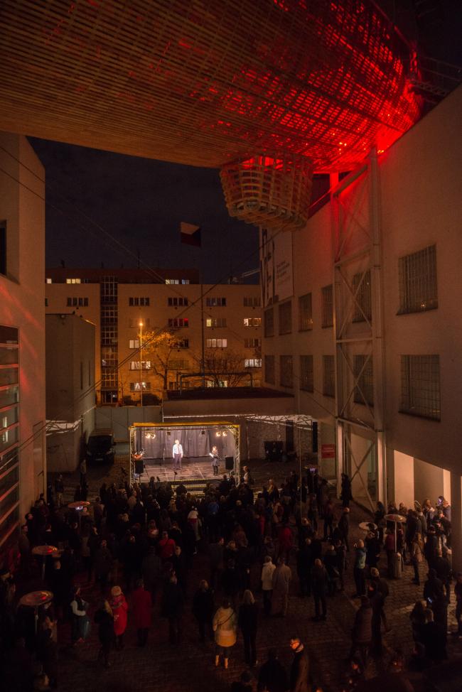 Дирижабль «Гулливер». Центр современного искусства DOX, Прага © Petr Králík