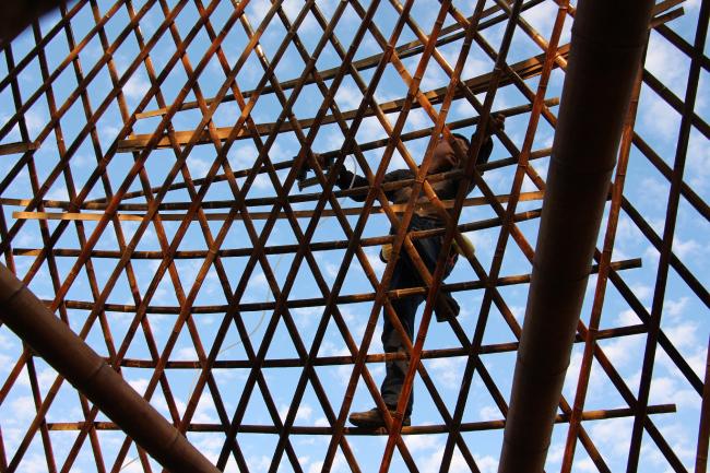 Бамбуковые постройки Анны Херингер. Строительство © Jenny JI