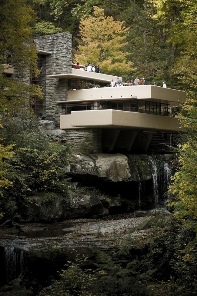 «Дом над водопадом» – вилла Эдгара Кауфмана в Милл-Ран близ Питсбурга. 1936–39. Фото: Sxenko via Wikimedia Commons. Лицензия Creative Commons Attribution 3.0 Unported