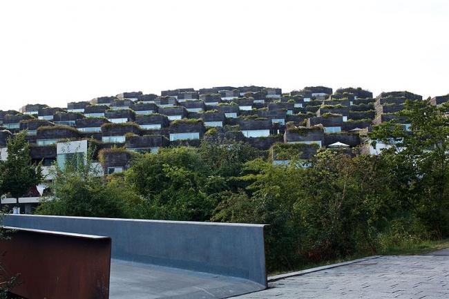Жилой комплекс Mountain Dwellings. Фото: Naotake Murayama via Wikimedia Commons. Лицензия CC-BY-2.0