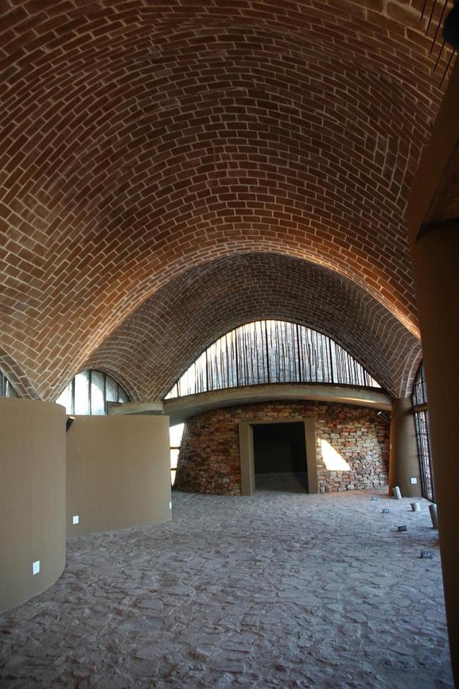 Интерьер Mapungubwe Interpretation Center (Южная Африка). Проект Peter Rich Architects