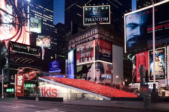 """Проект – победитель раздела """"New&Old"""" (Реконструкция) – реконструкция площади Папаши Даффи (Father Duffy) в Нью-Йорке, США. Проект архитекторов Perkins Eastman(США) и Choi Ropiha (Австралия). Генплан –"""