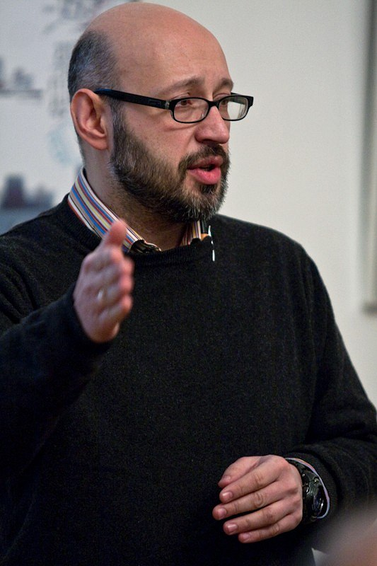 Выступление архитектора Юрия Григоряна. Фото: Илья Коузов © ПИРогово