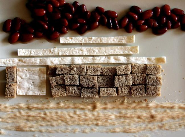 Дома из еды – фотографии Марины Игнатушко. Дом – развлекательный центр «Новенький»