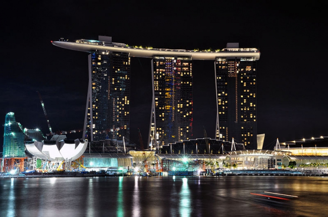 Отель Marina Bay Sands. Фото: chensiyuan via Wikimedia Commons. Лицензия GNU Free Documentation License, Version 1.2
