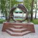 Скульптурная композиция «Охотник и медведь» в парке музея «Природа и человек»