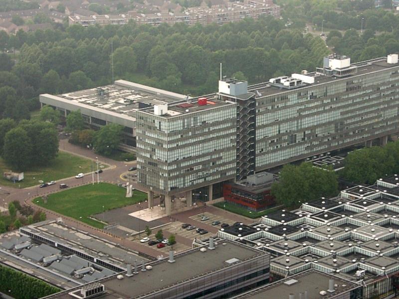Вид главного здания ТУ Эйндховен до реконструкции<br>Фото: Arno van den Tillaart via flickr.com / Wikimedia Commons. Лицензия Creative Commons Attribution 2.0 Generic