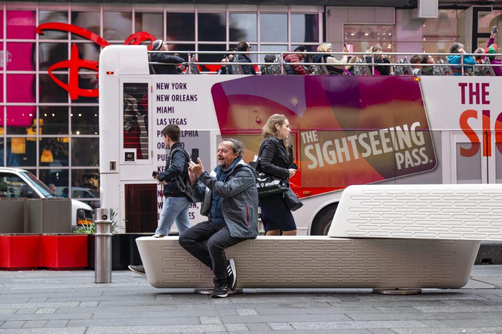 Скамейки Rely<br>Фотография © Joe Doucet