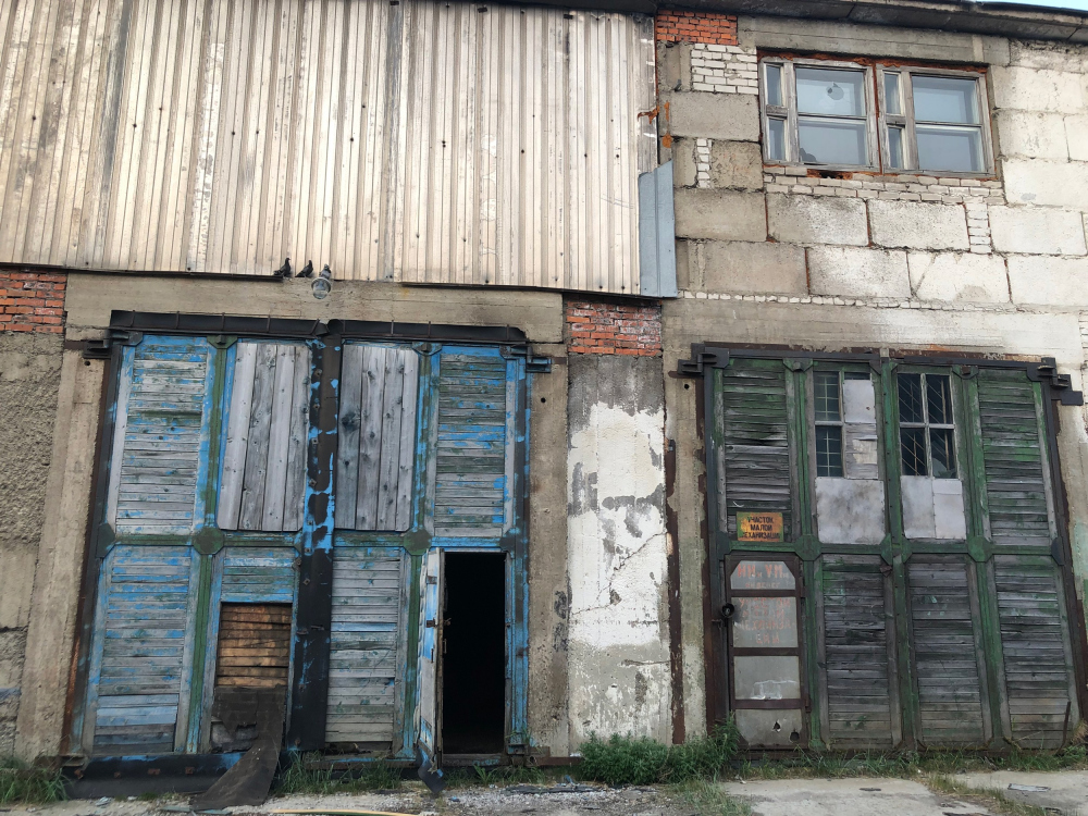 The former garage and the future youth culture center ANGAR in Anadyr. The current state<br>Copyright: Photograph © Maria Sedlitskaya