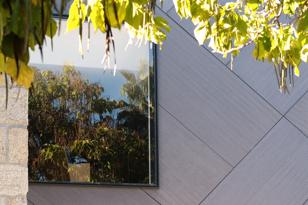 Корпус благотворительной организации Святой дом милосердия в Вальпакосе. Фото © Plot Twist<br>Santos-Gaia Arquitectos