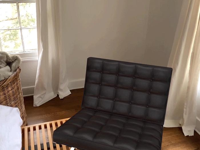 Кресло Barcelona в интерьере. Автор дизайна Мис ван дер Роэ<br>Изображение предоставлено Morpholio