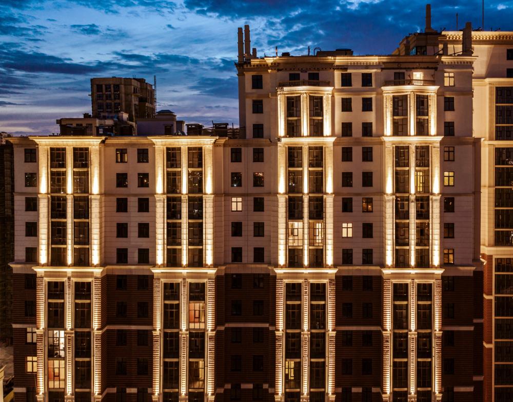 "The ""Renaissance"" housing complex<br>Copyright: Photograph © AAG"