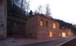 Дом с крепостными стенами