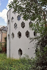 Дом с обрывом