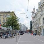 Началось обустройство пешеходной зоны на Кузнецком мосту