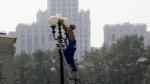 Столбы и фонари в Москве покрасят в яркие цвета