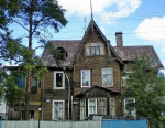 В этом году Смольный расселит деревянные дачи, бараки и дом Брюллова