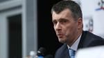 Михаил Прохоров бежит к стадиону