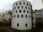 Памятник на краю ямы. Дом Константина Мельникова вновь под угрозой - рядом с ним строят торговый комплекс