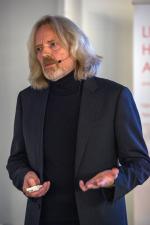 Видеозапись лекции Яна Сёндергаарда «Формирование среды в окружающем ландшафте путем сопоставления света и текстуры»