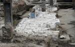 Фрагменты стены Белого города на Хохловской площади все-таки решили засыпать