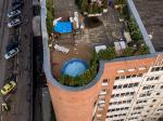 Житель Красногорска построил бассейн на крыше многоэтажки