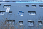 Здание с кривым окном построили возле станции «Золотая нива» в Новосибирске