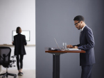 Мебель для трудоголиков: «умный» стол от Ива Беара попросит встать, если вы засидитесь за работой
