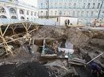 На Биржевой площади продолжают уничтожать культурный слой XVI века ради фонтана