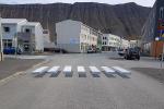 ПДД для эльфов: в Исландии появилась парящая зебра для пешеходов