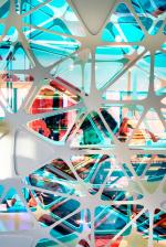 Студия UUfie сделала для парижского универмага Printemps «витражную» инсталляцию