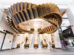 Инсталляция в сиднейском метро: раритетные эскалаторы под потолком