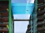 Первый в мире бассейн, парящий между двумя зданиями на высоте 35 метров над землей, начали строить в Лондоне