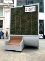 В Лондоне поставили экоскамейку, начинённую мхом