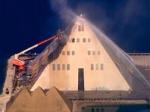 """В США сгорел знаменитый позолоченный отель-музей """"Золотая пирамида"""""""