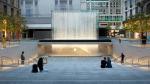В Милане открылся Apple Store с входом-водопадом по проекту Fosters + Partners