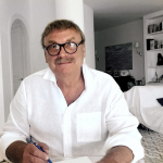 Олег Карлсон: «Когда я посмотрел сериал с Хью Лори, то понял, что тоже лечу, только не людей, а дома»