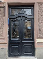 10 самых красивых исторических дверей Петербурга
