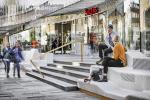 На площади в Швеции поставили 65-метровую параметрическую «софу»: в проекте учтены желания горожан