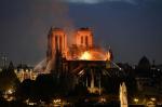 Пожар в соборе Парижской Богоматери. Каркас здания удалось спасти от обрушения