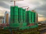 Из гусеницы в бабочку: американский фотограф снимает в Гонконге здания, «одетые» в строительные леса