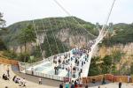 В Китае закрывают стеклянные мосты и смотровые площадки: они оказались небезопасны