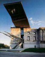 Спица в мертвом слоне. Центр документации Третьего рейха (бывший Конгрессхалле), Нюрнберг, Германия. Гюнтер Домениг (Gunter Domenig)