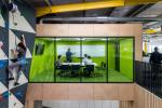 Офис со скалодромом для компании, выпускающей роботов-хирургов