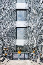 Зеркальная иллюзия на работе