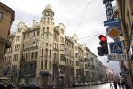 Розовый эркер становится бордовым. Жители Петроградского района предчувствуют экспансию градостроительных ошибок