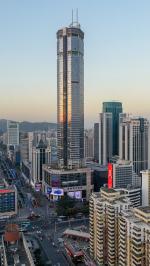 В Шэньчжэне внезапно зашатался 71-этажный небоскреб. Очевидцы засняли происшествие на видео