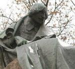 Держите Гоголя! Накануне 200-летия великого писателя его памятник сдвинулся с места