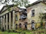 «Ну надо же! Упала!» Самый большой усадебный дворец в Ленинградской области рухнул, не дождавшись реставрации. И никто этого не заметил.